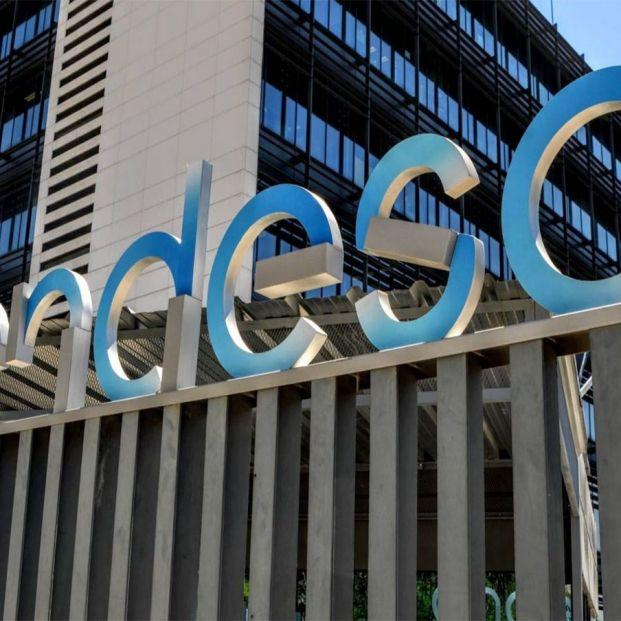 Más de 24.000 jubilados de Endesa podrían quedarse sin la bonificación de la factura de la luz