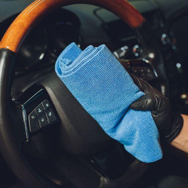 Los productos básicos para limpiar tu vehículo antes de viajar