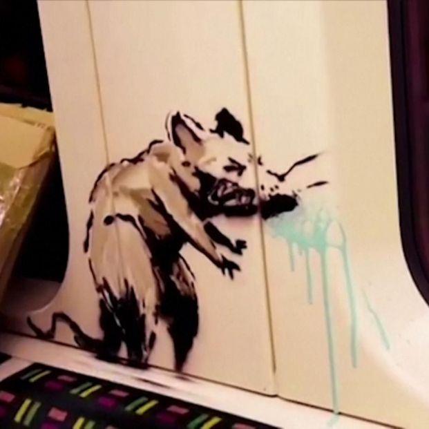 Banksy aparece en el metro de Londres para reivindicar el uso de la mascarilla