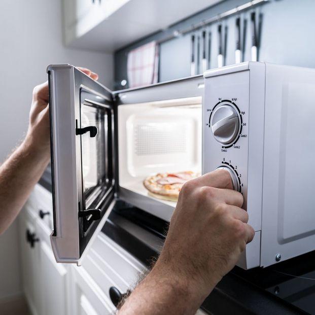 5 tipos de alimentos que no deberías calentar en el microondas
