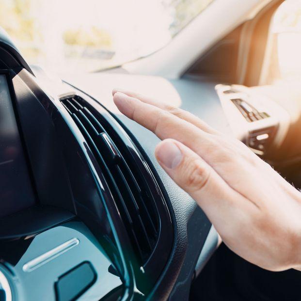 La DGT advierte sobre el peligro de poner el aire acondicionado del coche al máximo