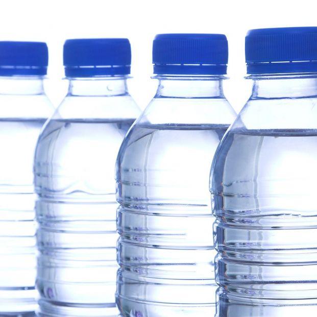 Cómo elegir en el supermercado el agua embotellada