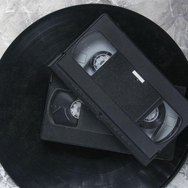 Si tienes cintas VHS y quieres pasarlas a formato digital. ¡Te enseñamos a hacerlo! (big stock)