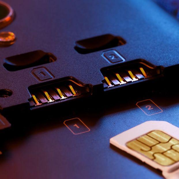¿Conoces cómo funciona la tecnología Dual SIM? La solución perfecta si tienes dos números de móvil (big stock )