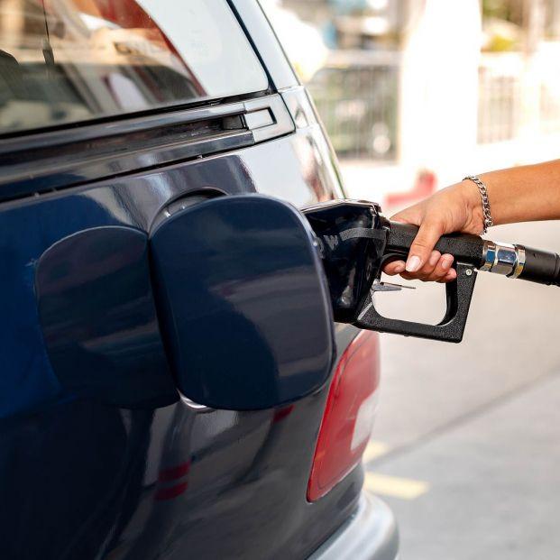 El truco para saber en qué lado está el depósito de la gasolina sin bajarte del coche