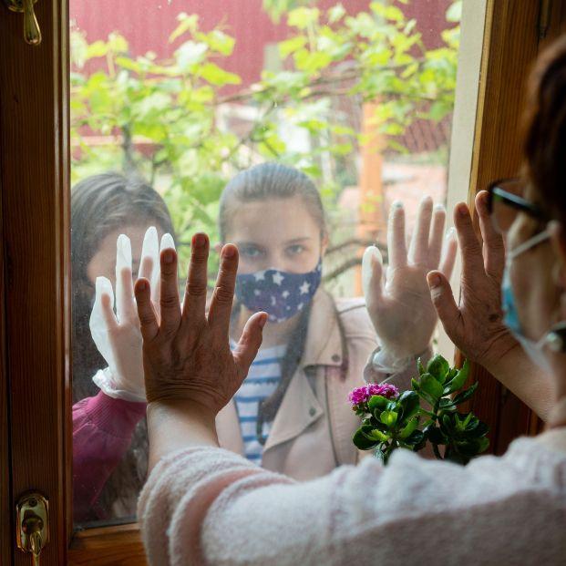 Una diputada pide que se haga una ley para hacer obligatoria las relaciones entre abuelos y nietos