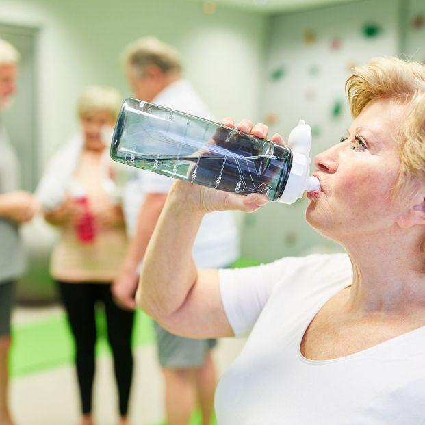 ¿Eres adicto al agua? Peligros de ser un agualcólico