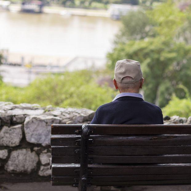 """Un hombre de 63 años emociona internet al publicar un mensaje en 'Milanuncios': """"Busco amigos"""""""