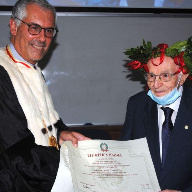 Nunca es tarde para estudiar: un italiano consigue el título universitario a los 97 años