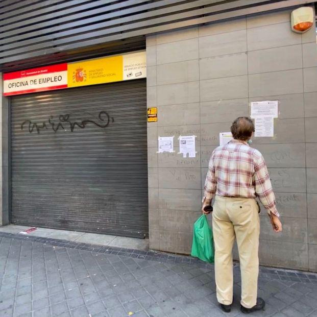 Vecinos de Barcelona se organiza para ayudar a mayores a hacer trámites digitales (EuropaPress)