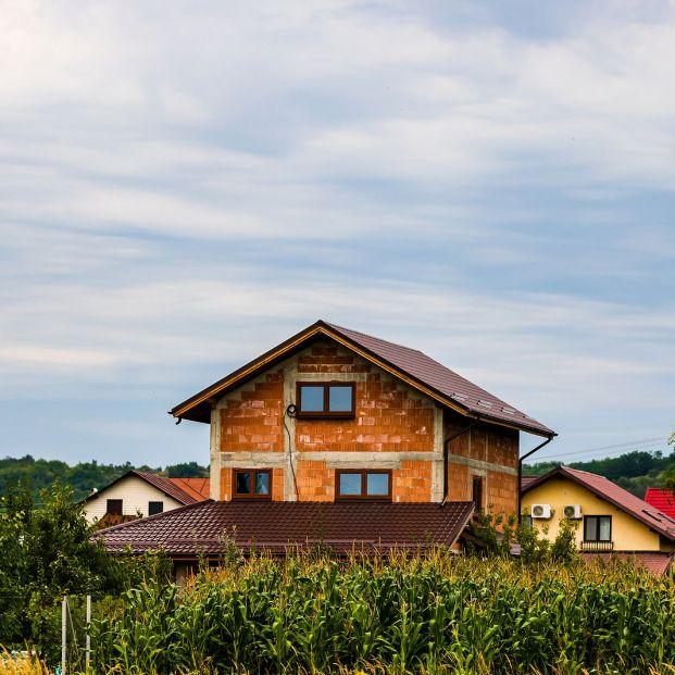 ¿Cuánto ahorrarías si compras una casa en un pueblo en vez de una ciudad?