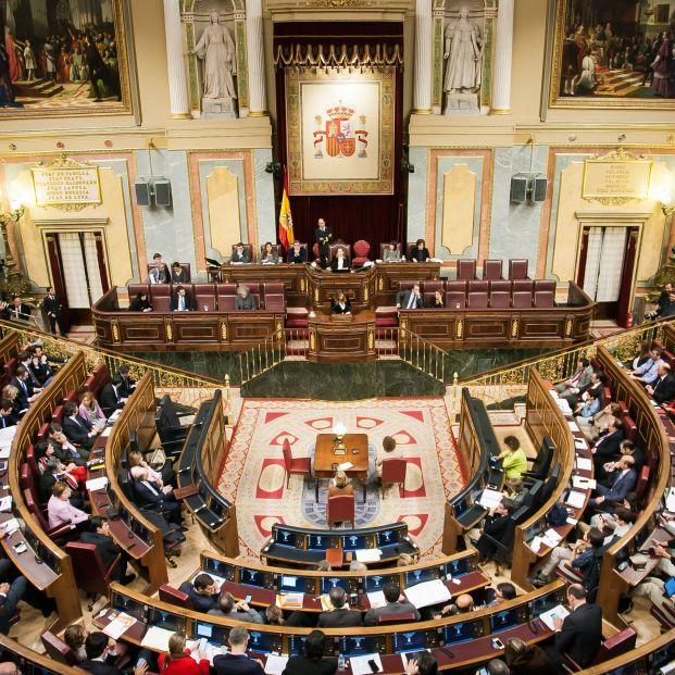 Congreso de los Diputados, con diputados de izquierdas y derechas ocupando sus escaños