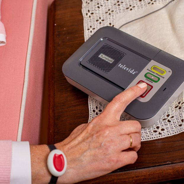 Barcelona quiere acercar el servicio de teleasistencia a 20.000 mayores de 75 años que viven solos