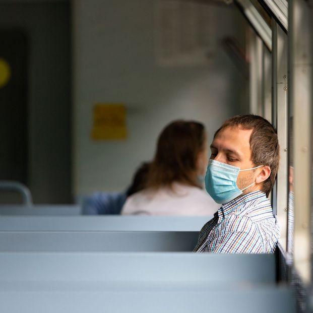 Los viajeros contactos de contagiados con coronavirus podrán volver a casa para hacer la cuarentena