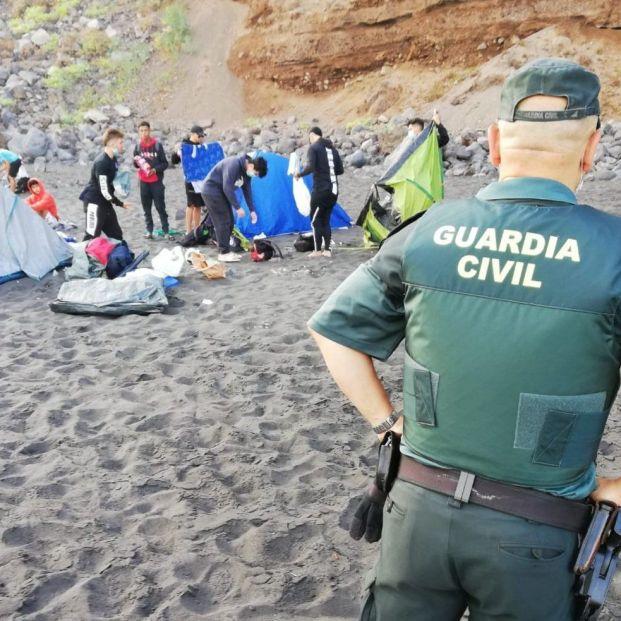Desalojan a 62 personas que habían quedado en una playa de Tenerife para propagar el coronavirus