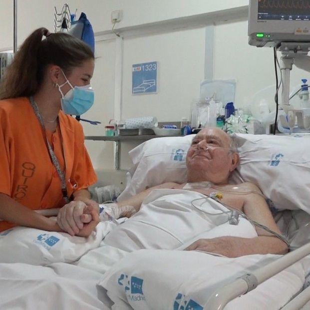 La hazaña de Pedro, de 77 años: pasa a planta tras 144 días en la UCI con coronavirus