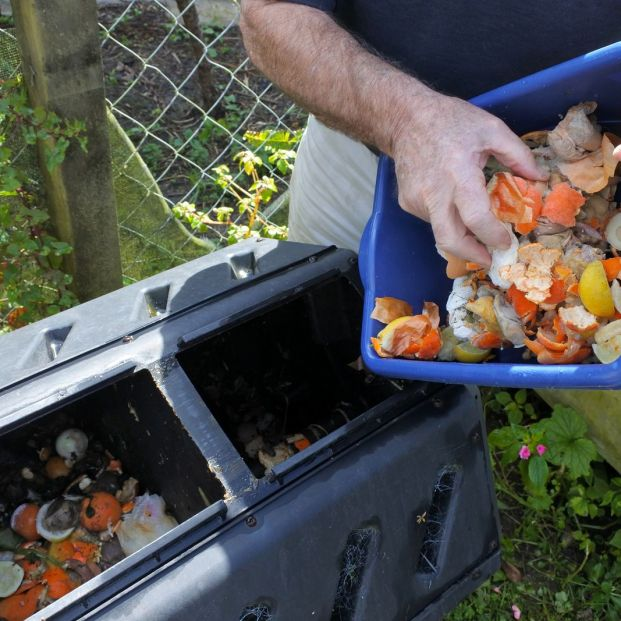 Cómo hacer compost (bigstock)