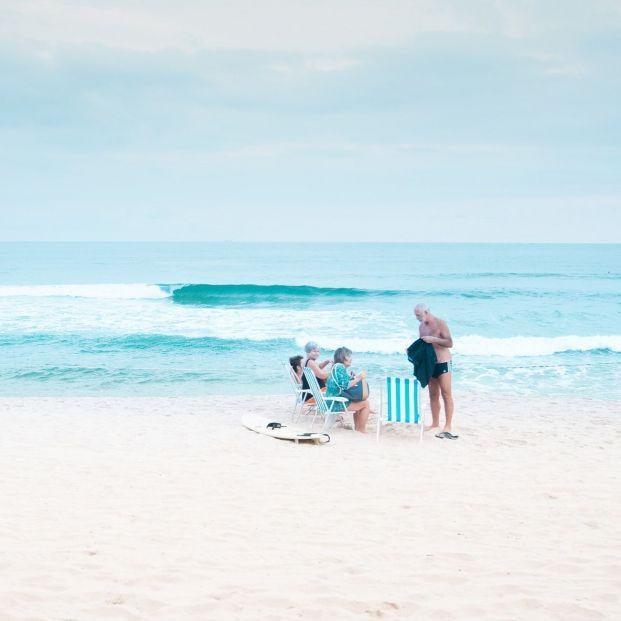 La playa y el mar, fuente de vitamina D y yodo para las personas mayores