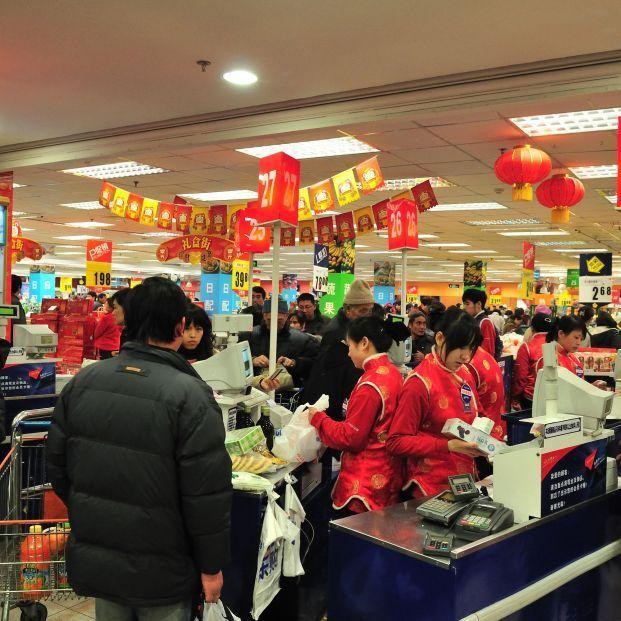 """China advierte del peligro de tocar """"objetos contaminados"""" en supermercados"""