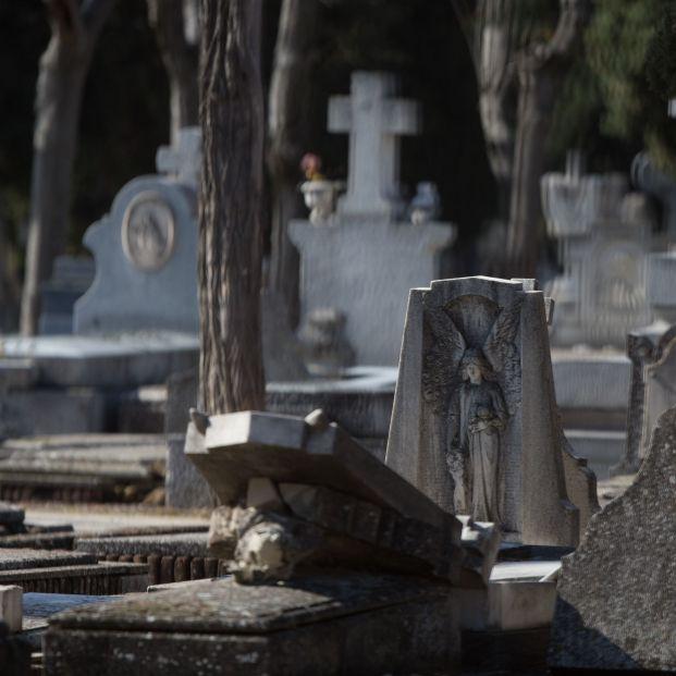 EuropaPress 2738092 ataudes lapidas cementerio almudena donde hoy reanudado actividad centro