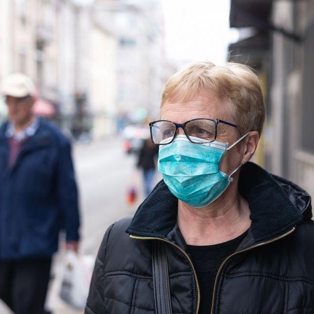 Las personas con enfermedades respiratorias deberían llevar mascarilla, según los neumólogos