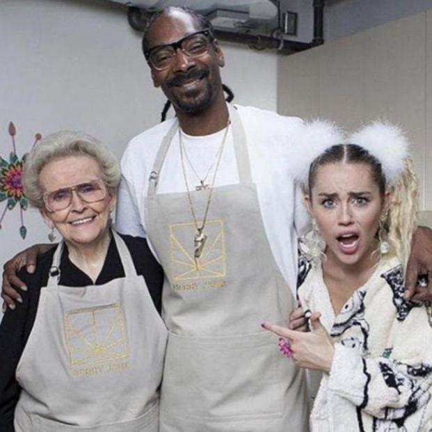 """Miley Cyrus se derrumba tras despedirse de su abuela: """"Siempre serás mi inspiración"""""""