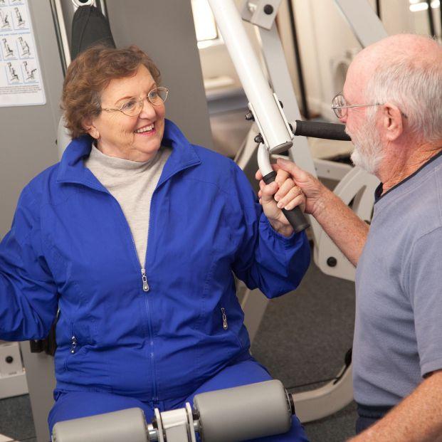 Practicar 27 minutos diarios de ejercicio contrarresta la fragilidad en mayores sedentarios