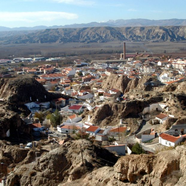 Trabajadores de una residencia en Granada se confinan con los mayores tras 12 positivos