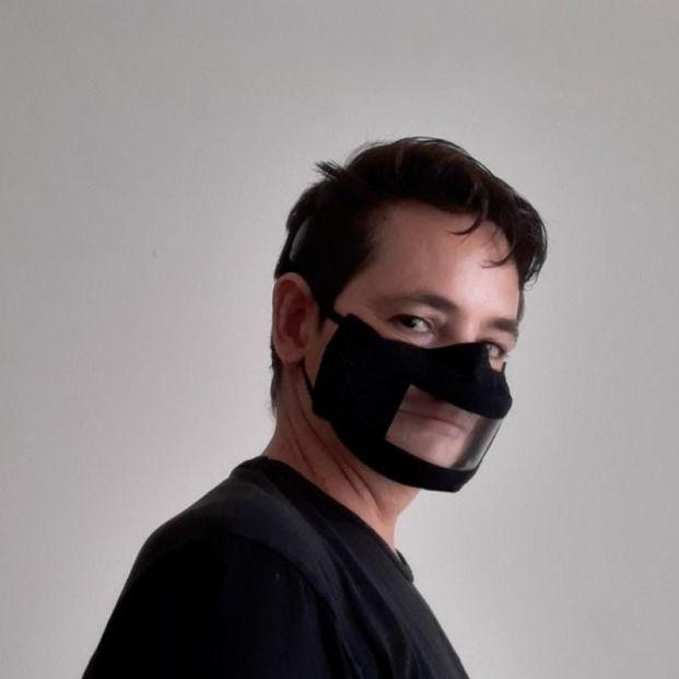 Marcos, con sordera, logra 77.000 firmas para pedir homologar las mascarillas transparentes