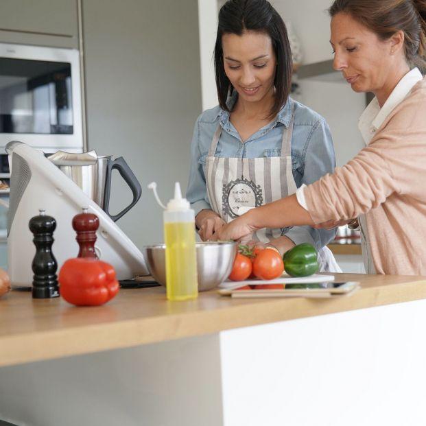 Cinco robots de cocina con los que te olvidarás de cocinar para siempre (big stock)