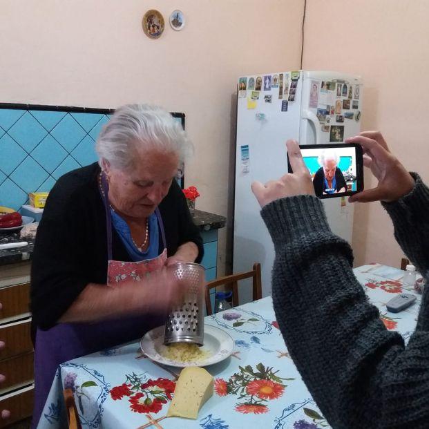 """A los 88 años, """"Nonna Violetta"""", arrasa en las redes con sus recetas de cocina tradicional italiana"""