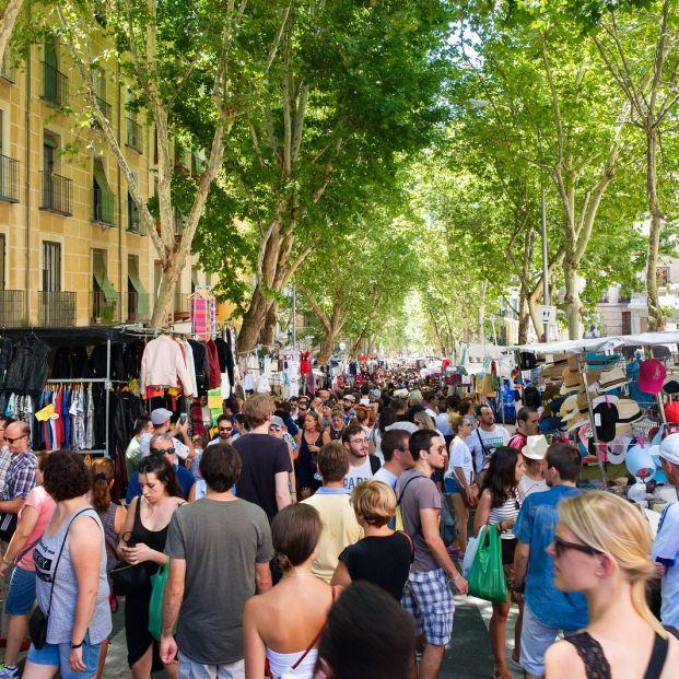 El Rastro de Madrid se llena cada domingo (Bigstock)
