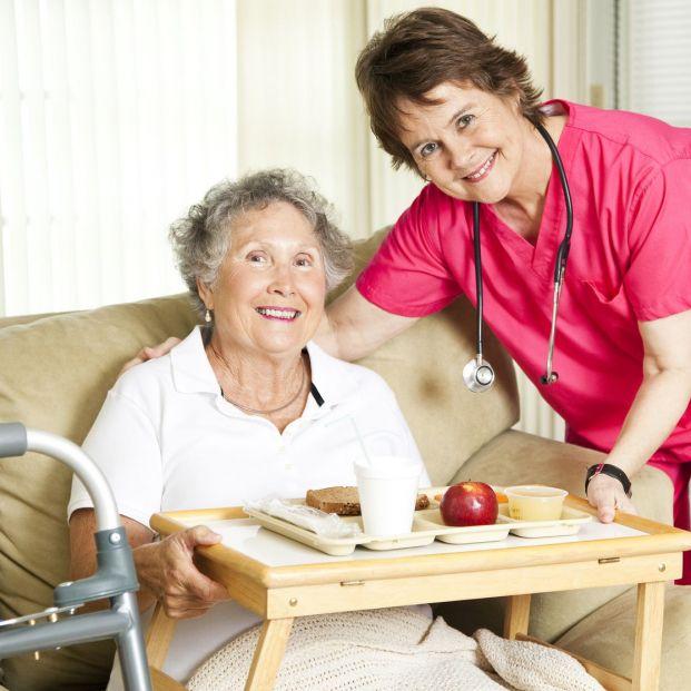 La fundación aboga por la humanización en el cuidado a mayores (bigstock)