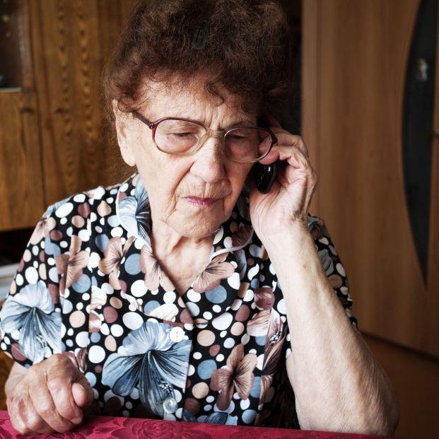 Lanzan una plataforma para acompañar telefónicamente a miles de mayores que sufren soledad