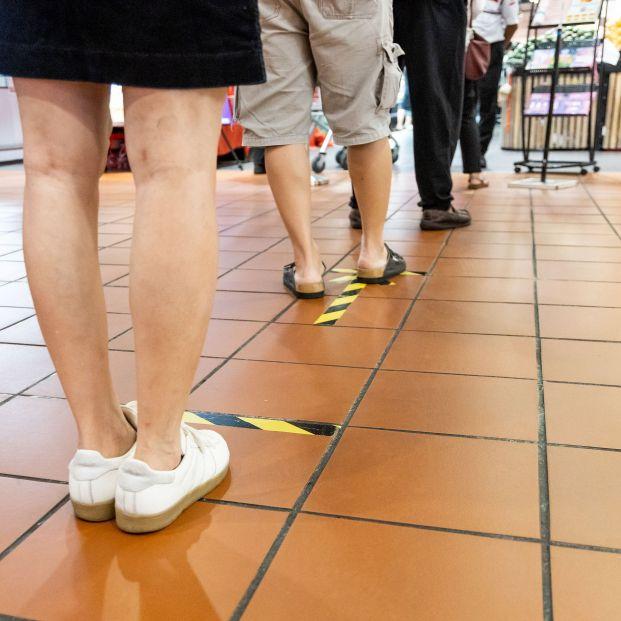Mercadona, Carrefour, Dia, Lidl...: Se espera una inminente guerra de precios bigstock New Normal Social Distancing W 366575668
