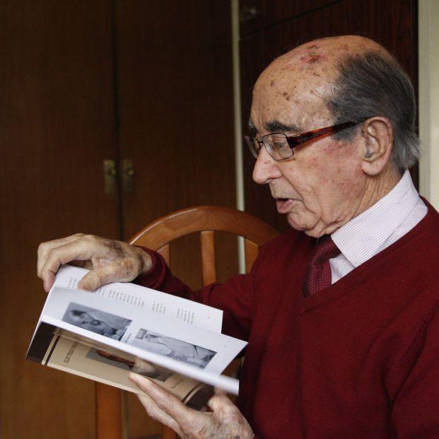 Eleuterio Romero, ojeando su biografía.