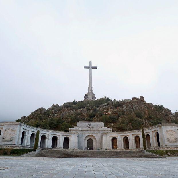 """Recogen firmas para impedir que el Gobierno """"eche"""" a los benedictinos del Valle de los Caídos"""