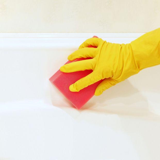 Los trucos definitivos para recuperar el brillo y el blanco de tu bañera
