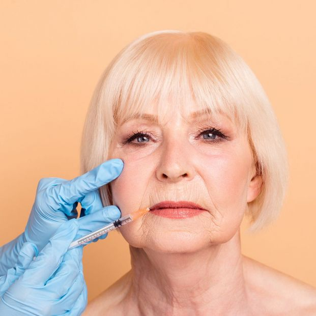 ¿Pueden los dentistas aplicar relleno de labios y de arrugas faciales en las mejillas?