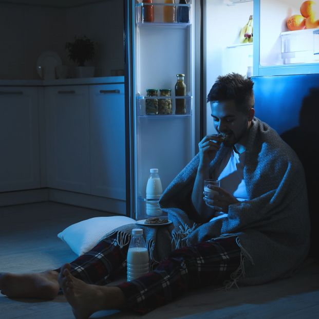 Dormir menos y comer más ya tiene explicación científica