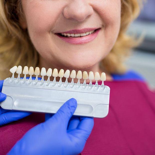 Qué puede y qué no debería hacerte un higienista dental