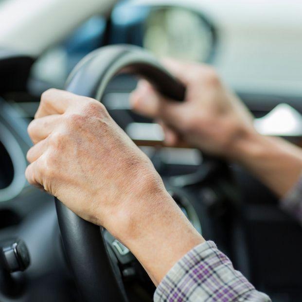 """El Fiscal que quiere la 'M' para conductores mayores: """"¿Los que llevan la 'L' están estigmatizados?"""""""