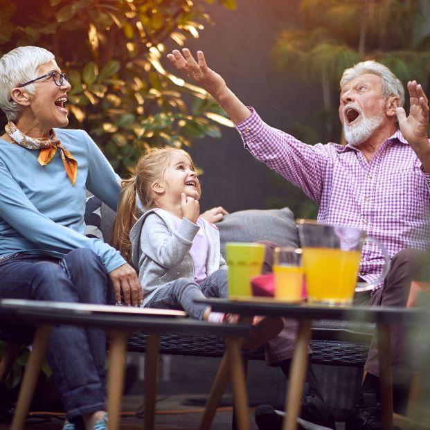 Ejercicios para hacer con tus nietos que mejoran tu capacidad física y mental