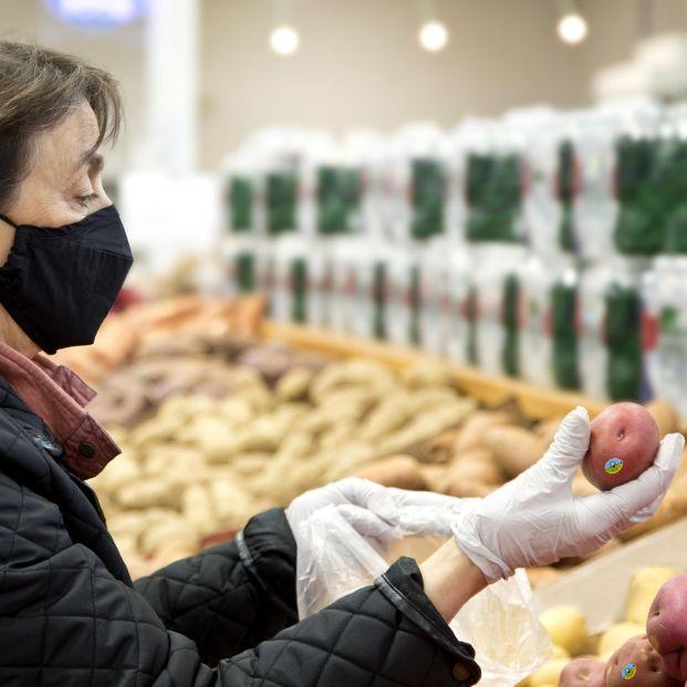 Los mayores, los clientes que más valoran las medidas de seguridad e higiene de Carrefour