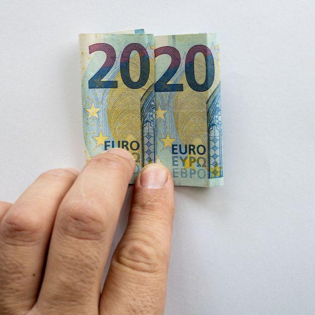 Cómo distinguir los billetes de euro si tienes problemas de visión