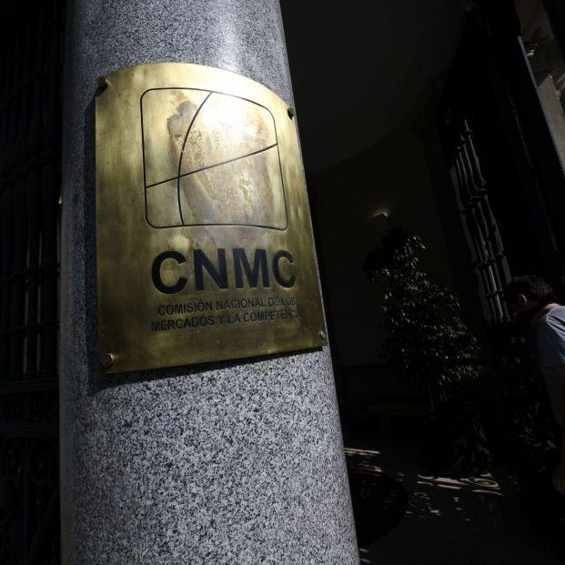 La CNMC quiere que las comercializadoras de luz y gas envíen por escrito sus ofertas telefónicas