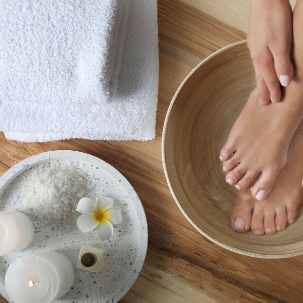 Remoja tus pies en vinagre durante 15 minutos: no te arrepentirás
