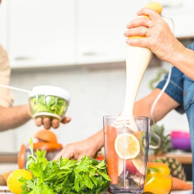 ¿Es mejor tomar las verduras en zumo que en piezas enteras?