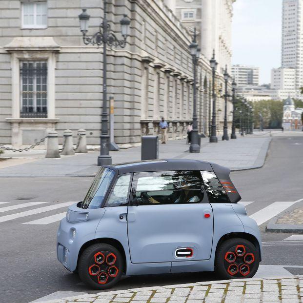 Otras alternativas al automóvil. Citroën presenta el Ami, entre el Vespino y el 600