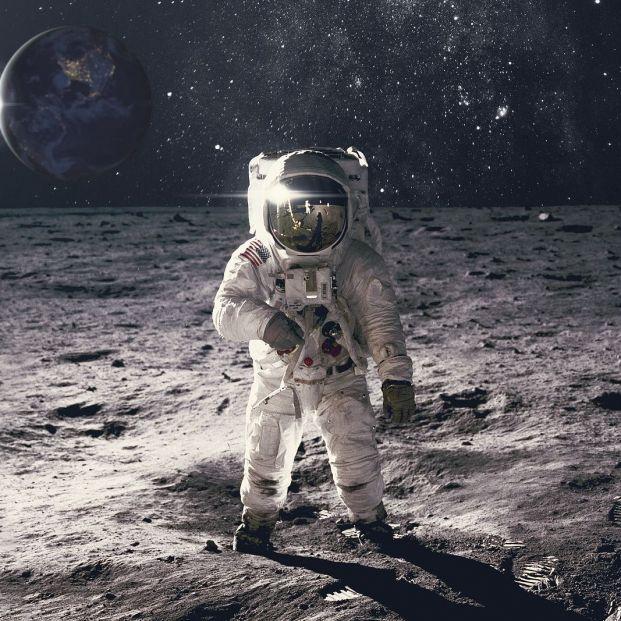 ¿Sabes por qué los trajes de los astronautas son blancos?
